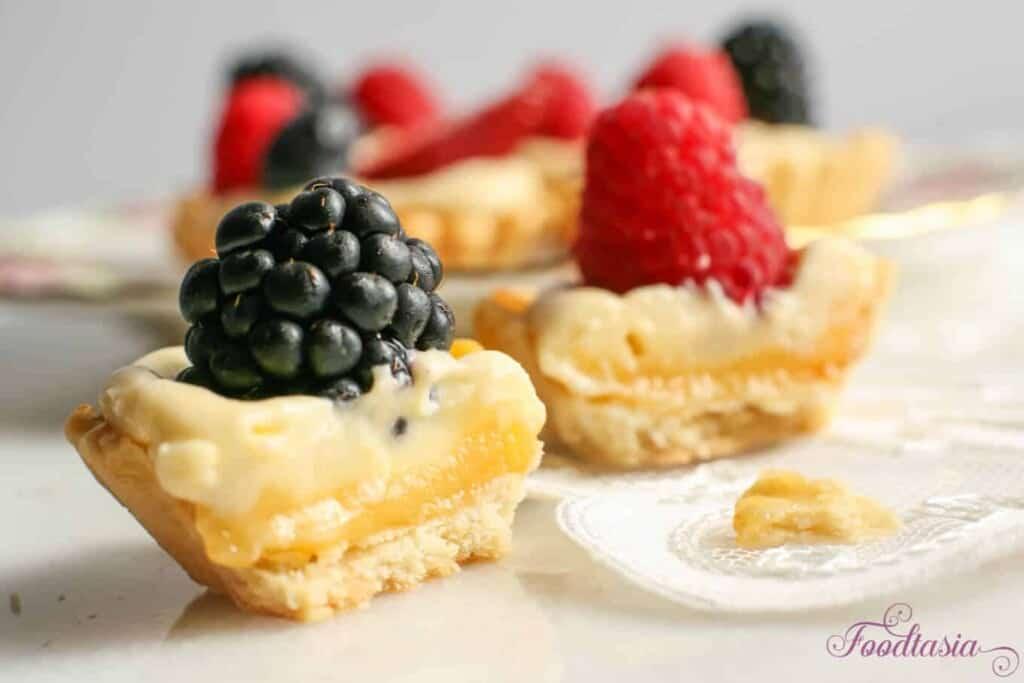 Berry Lemon Mascarpone Cream Tarts