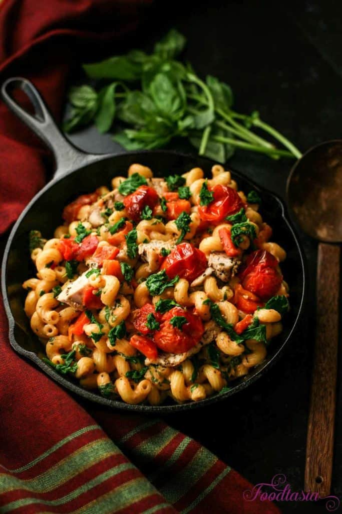 tomato mascarpone pasta with chicken and red peppers