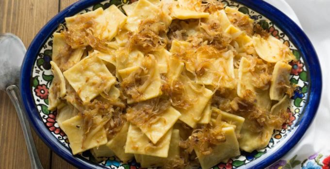Hungarian Cabbage Noodles with Caramelized Cabbage and Onions – Káposztás Tészta