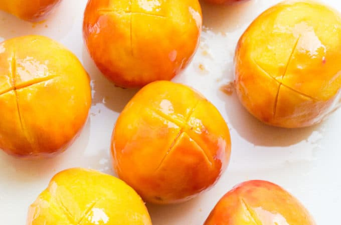 Follow these simple instructions to quickly and easily peel peaches that turn out smooth and beautiful.