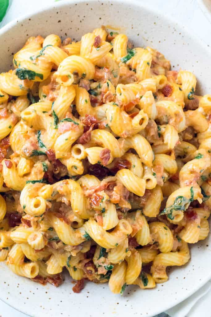 A family favorite, this Sundried Tomato Mascarpone Pasta with Baby Spinach and Roasted Red Pepper is loaded with veggies and has perfectly balanced flavors. Added bonus - it's super fast and easy to make!