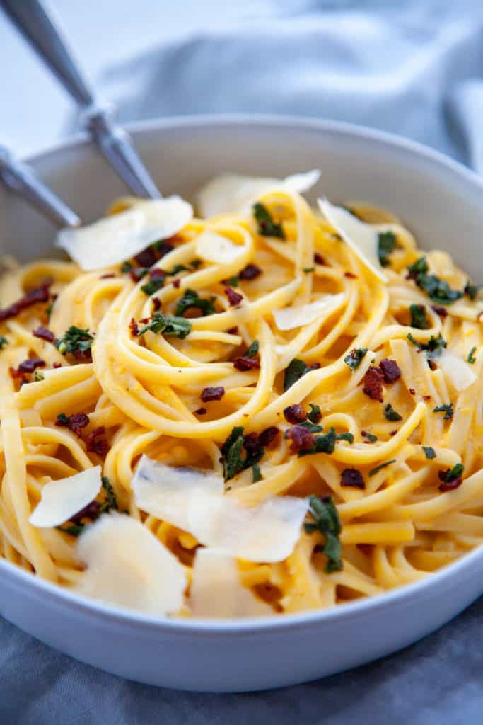 Creamy Butternut Squash Pasta with Bacon and Crispy Sage - the ultimate bowl of comfort to keep you cozy all winter long. Quick, easy, and on the table in under 30 minutes, it's perfect for a weeknight dinner. #butternutsquash #butternutsquashrecipes #pasta #pastafoodrecipes #recipesfordinner #recipeseasyfast #easy #easydinner #easydinnerrecipes #easydinnerideas