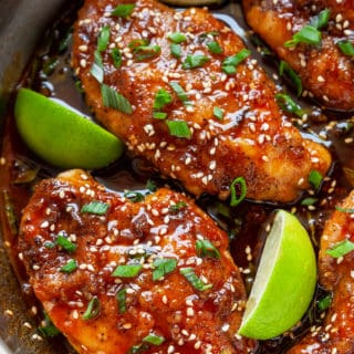 You're going to love these 15-minute, Honey Sriracha Chicken Breasts! Juicy chicken breasts in the most epic honey sriracha sauce. This sauce is liquid gold! #chicken #chickenbreasts #dinner #easy #quick #recipe #15minutes #under30minutes #easyrecipe #sriracha