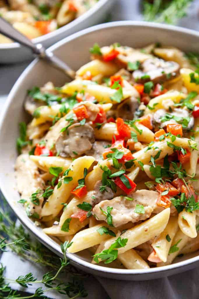 Creamy Red Pepper and Mushroom Chicken Pasta - pasta in a creamy, garlicky sauce with slices of juicy chicken, mushrooms, and red peppers. A quick and easy pasta dish full of amazing flavor. Ready in under 30 minutes. #pasta #easy #recipe #dinner #quick #creamy #mushroom #chicken #under30minutes