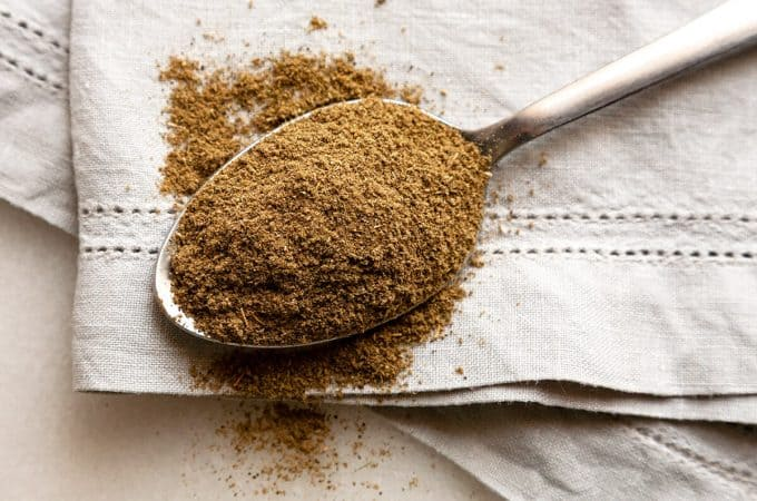 Make your own Homemade Poultry Seasoning in minutes. It's as simple as blending several common herbs that you probably already have on hand. #homemade #diy #poultry #seasoning #spice blend #substitute #best #uses #stuffing #for turkey #recipe