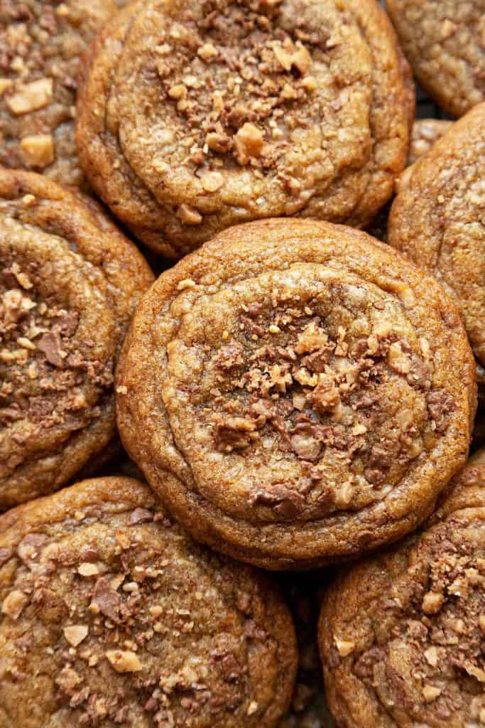 With crisp, caramelized edges and rich, chewy centers, these Toffee Cookies are irresistible! Made with nutty brown butter and filled with chocolate covered toffee bits. #toffee #cookies #heath #skor #chewy #recipe #chewy #easy #brown butter #best #soft #butterscotch #chocolate