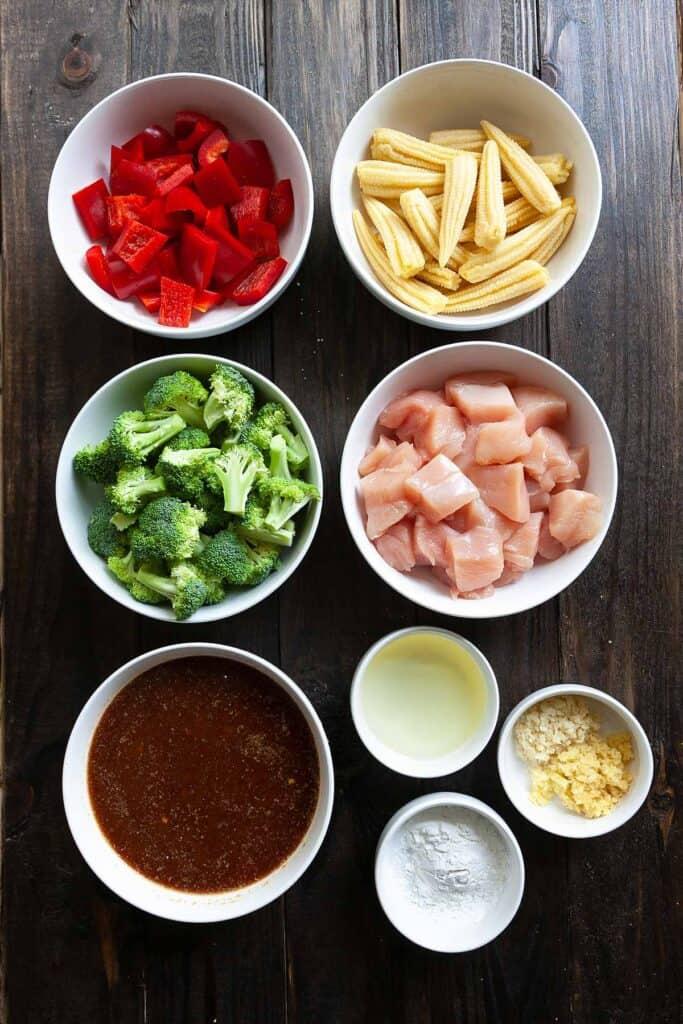 ingredients in Hunan chicken: chicken, garlic, ginger, broccoli, baby corn, red pepper, Hunan sauce