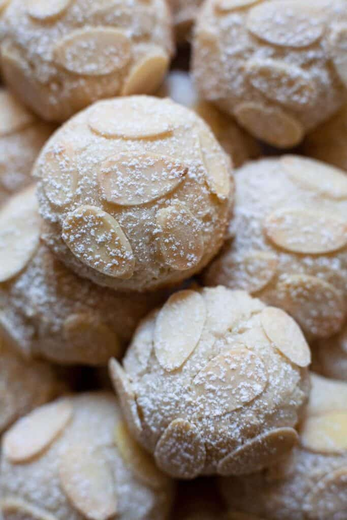 almond cookies with almond slices